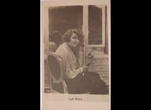 Schauspielerin Lya Mara mit Telefon, ca. 1920