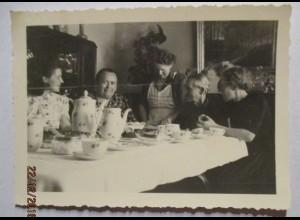 Frauen beim Kaffee, Porzellan Service, original Foto (34747)