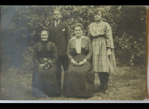 Familie Frauen 3 Generationen, Fotokarte ca. 1920 (72870)