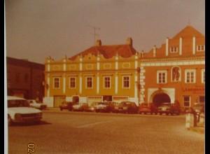 Langenlois Österreich Stadtplatz mit Autos, Foto 1979 (21075)