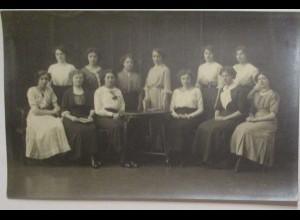 Junge Frauen, vermutlich Internat, Fotokarte Photo Hirsch, Karlsruhe (54455)