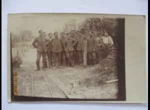 Frankreich La Fere bei Laon Soldaten in der Feuerstellung 1917 Fotokarte (49188)