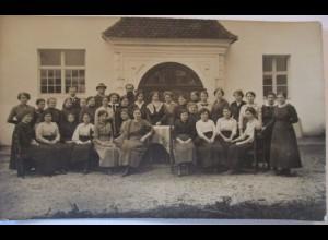 Junge Frauen, Männer, Fotokarte ca. 1910 (5097)