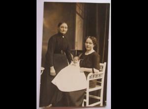Frauen mit Baby, Taufkleid, 3 Generationen, Fotokarte ca. 1910 ♥ (31875)