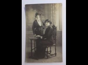 """""""Frauen, Mode, Hutmode, Schreibtisch"""" 1910 ♥"""