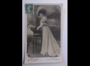 """""""Frauen, Mode, Hutmode, Schreibtisch"""" 1909 ♥"""