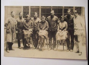 Berufe, Frauen und Männer, Arbeiterinnen, Fotokarte ca. 1920 (14152)